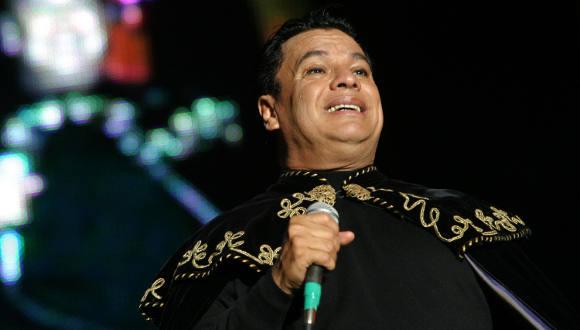 El cantante mexicano Juan Gabriel muere a los 66 años