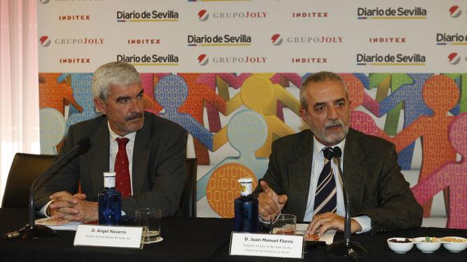 Ángel Navarro, director general adjunto del Grupo Joly, y Juan Manuel Flores, delegado del Ayuntamiento de Sevilla para Bienestar y Empleo.