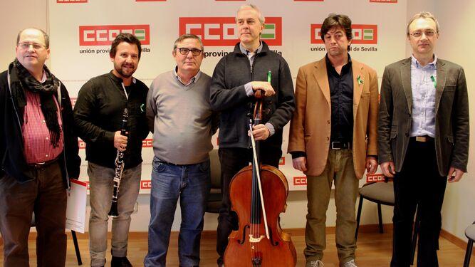 John Axelrod dirigiendo a la Real Orquesta Sinfónica de Sevilla en el Teatro de la Maestranza, sede de su temporada de abono.