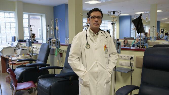 El oncólogo e investigador Luis Paz-Ares trabaja en el Hospital Universitario 12 de Octubre de Madrid.