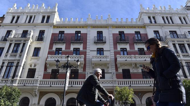 La fachada del edifcio Santa Lucía.