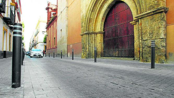 El nuevo pavimento de la calle San Vicente contiene materiales fotocatalíticos.