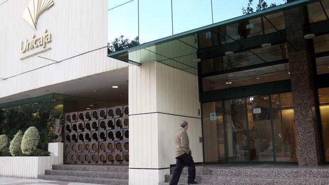 Unicaja sucursales unicaja sucursales fachada de la for Oficina unicaja malaga