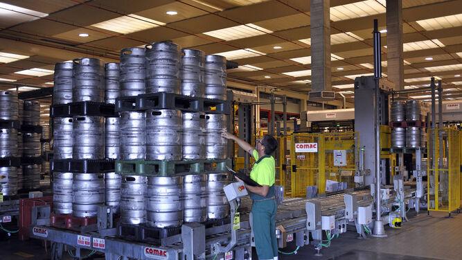Cruzcampo invierte 3 2 millones en su f brica de sevilla - Fabrica de sofas en sevilla ...