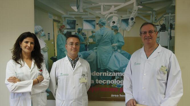 Los doctores Teresa Cambil, Pablo de la Riva, especialistas en Medicina Nuclear, y Francisco Márquez, coordinador de Ginecología Oncológica.