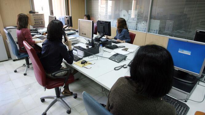 Seis de cada diez mujeres renuncian a su carrera laboral for Oficinas adolfo dominguez madrid