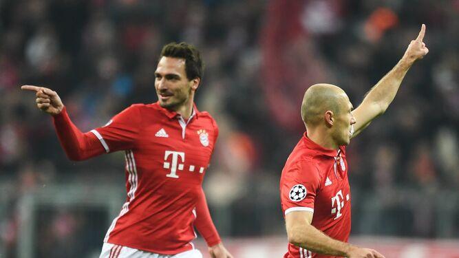 Hummels y Robben celebran el gol