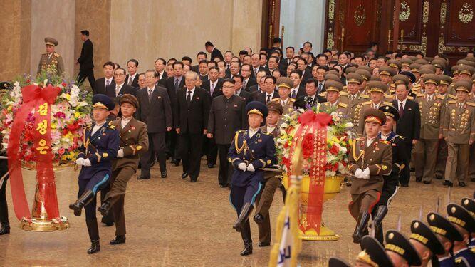 Desfile por el nacimiento de Kim Jong-Il