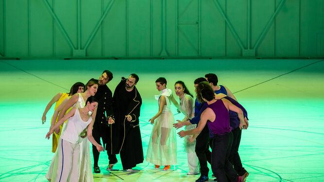 Los cantantes son doblados por bailarines en esta versión escenificada por Keersmaeker.