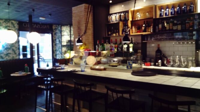 La barra del barcelonés Palosanto, con sus tacos de atún y burrata. Debajo, su 'acogido', Kokka.
