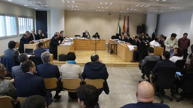 Los jueces de lo mercantil denuncian que su carga de for Juzgados viapol sevilla