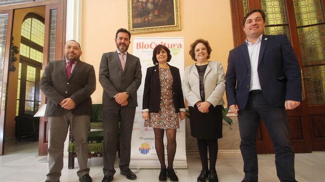 Rafael Peral (Junta de Andalucía), Jesús Rojas (Fibes), Ángeles Parra (Biocultura), Carmen Castreño (Ayuntamiento) y Álvaro Barrera (Ecovalia).