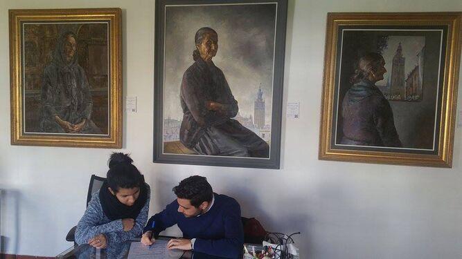 Norma García López y Juan Antonio Godoy Gómez en pleno proceso creativo.