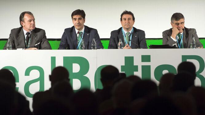 Ángel Haro y José Miguel López Catalán, en la última junta de accionistas.