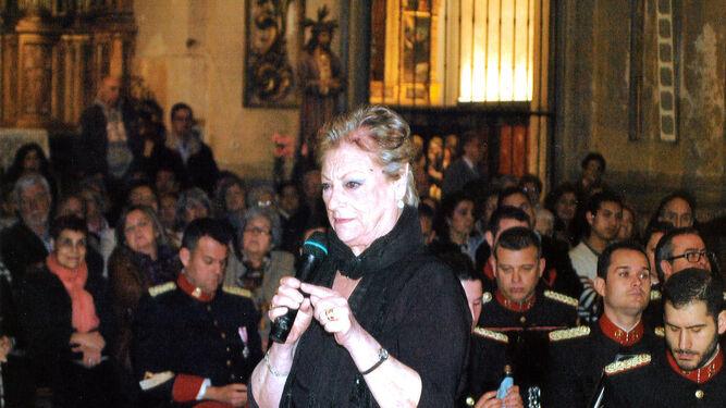 Angelita Yruela, delante del paso del Beso de Judas.