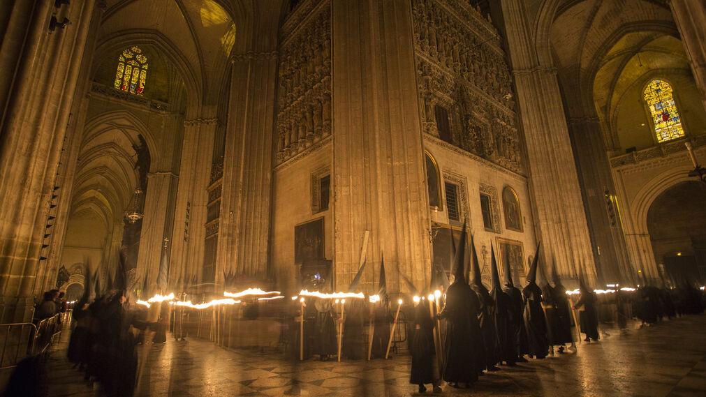 Madrugada en el interior de la catedral for Catedral de durham interior
