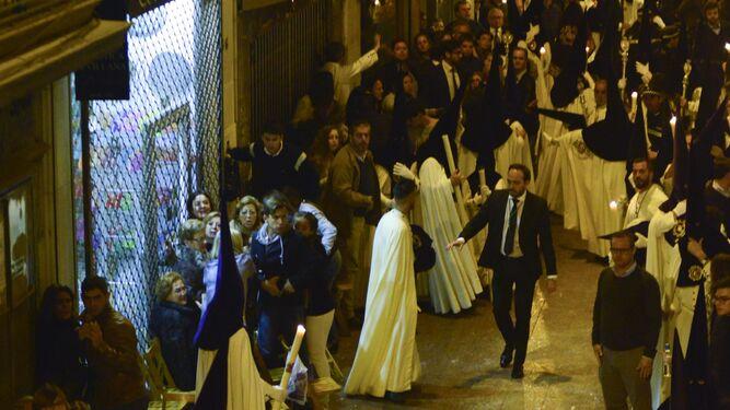 Nazarenos de la Macarena durante los incidentes de la Madrugada