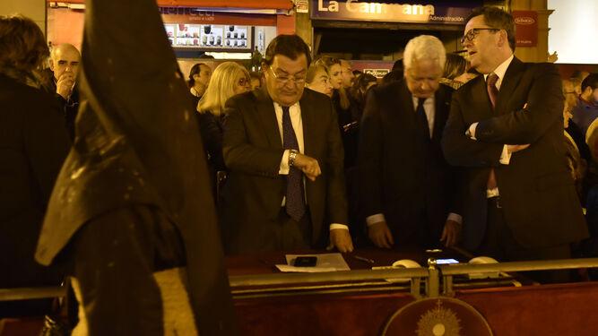El presidente del Consejo, Joaquín Sainz de la Maza, en el palquillo de la Campana la pasada Madrugada.