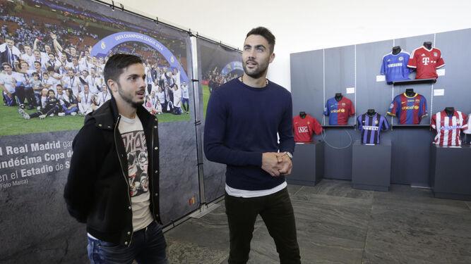 Pablo Sarabia, Vicente Iborra, Sergio Rico y Vitolo, en dos imágenes de la presente temporada.