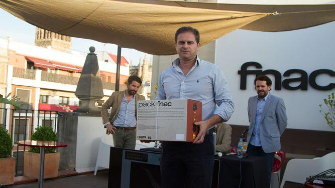 Paco Ramos, con su premio del voto popular