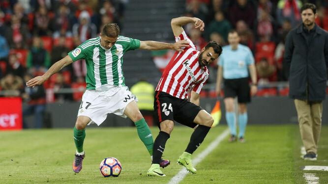 Joaquín presiona a Balenziaga.