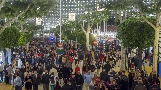 El real de la Feria la noche del Alumbrado.