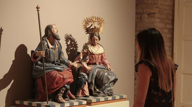 Tallas de San Joaquín y Santa Ana con la Virgen niña, procedentes de la antigua capilla de la Fábrica de Tabacos.