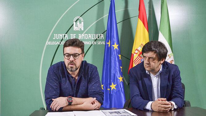 Antonino Sanz (director del Parque Natural Sierra Norte) y José Losada (Junta de Andalucía) en la presentación del evento.