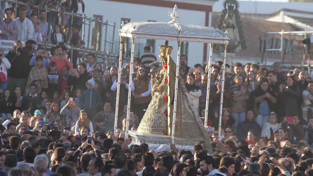 La Blanca Paloma, en procesión.