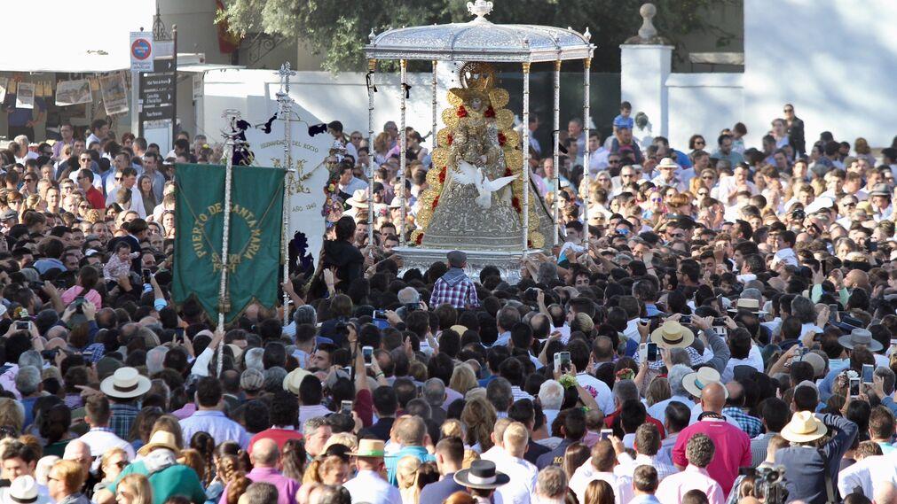 La suelta de palomas ofrecidas a la Virgen.