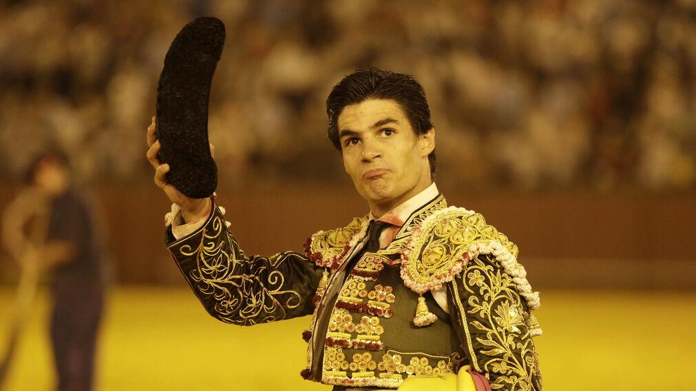 Pablo Aguado en la lidia del cuarto bis, con el que dio la vuelta al ruedo