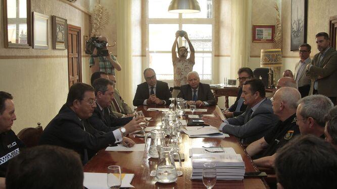 Un momento de la presentación del informe final de conclusiones de la Madrugada