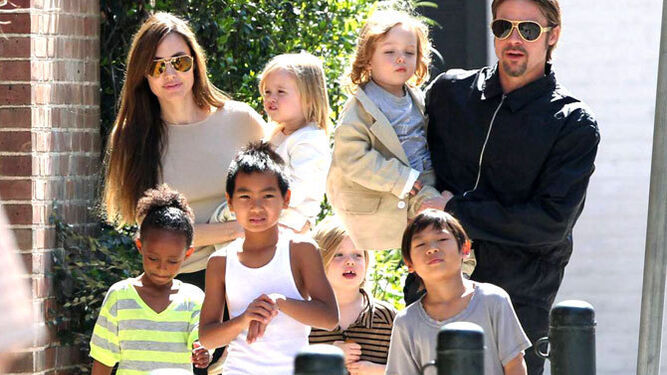 Los actores Angelina Jolie y Brad Pitt tienen seis hijos en común.