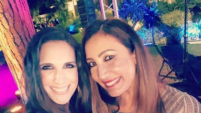 Nuria Fergó con María Bravo, organizadora del evento.
