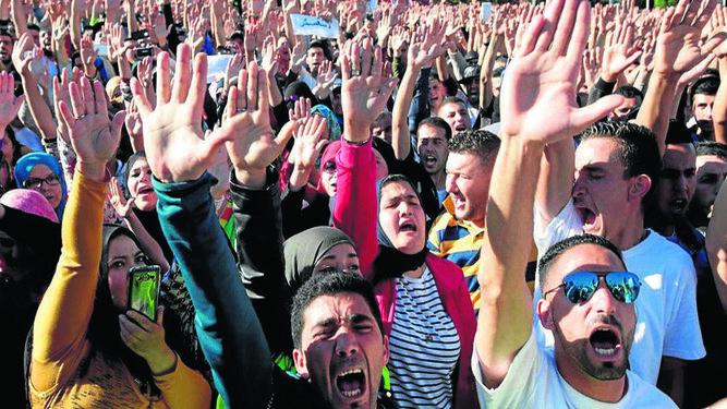 Cientos de manifestantes en Alhucemas.