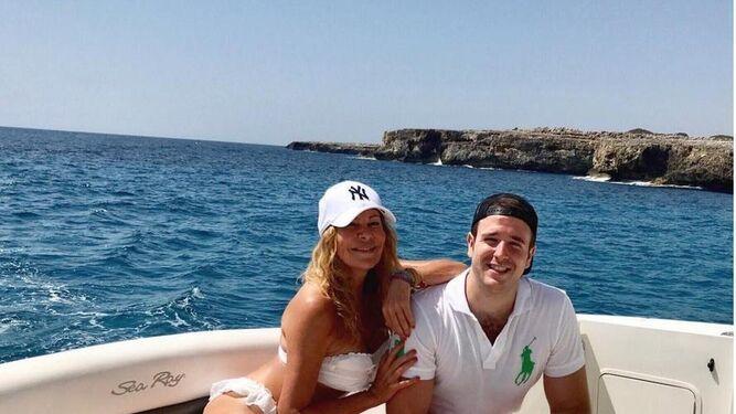 Ana Obregón, con su hijo Álex, en Mallorca.