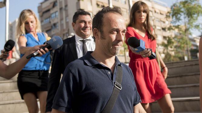 Francesco Arcuri, el padre de los niños, ayer a su llegada a los juzgados de Granada.