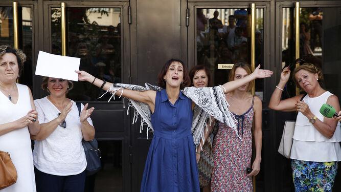 Juana  Rivas, la madre de Maracena, sale de los juzgados de Granada.
