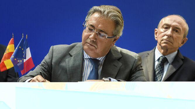 Zoido y Collomb, durante su reunión en París.