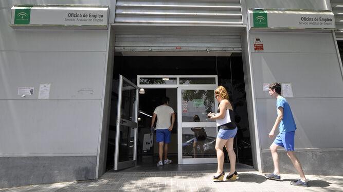 La bajada del desempleo se generaliza en los municipios for Oficina de empleo sevilla