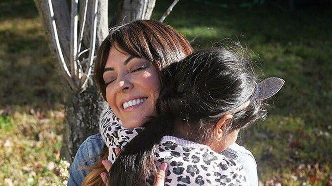 Merche está orgullosa de su hija Ambika, que nació en la India.