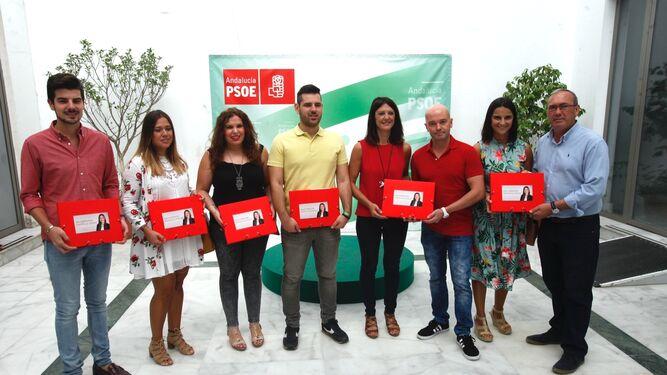 Foto de familia socialista durante la entrega de avales de Verónica Pérez