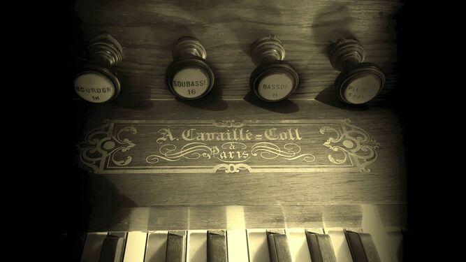 1. El órgano, de la firma Arístides Cavaillé-Coll de París, es un instrumento único, una joya del periodo romántico francés. 2. Jesús Sampedro Márquez, organista titular del órgano histórico Cavaillé-Coll de Sevilla, actuará el sábado 16 de diciembre.