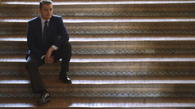 Antonio Sanz, fotografiado el pasado miércoles en las escaleras de acceso a la Delegación del Gobierno, en la sevillana plaza de España.