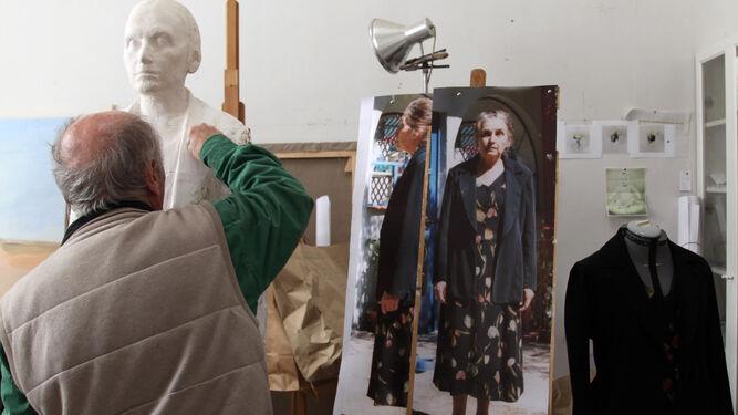 Esculturas y caballetes se disponen en una ordenada liturgia, que tampoco carece de vestuarios, fotografías ni del más escrupuloso silencio.