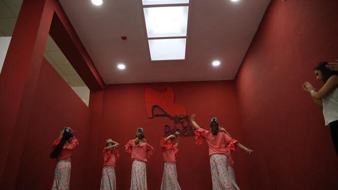 La sala de musica y baile recién estrenada.