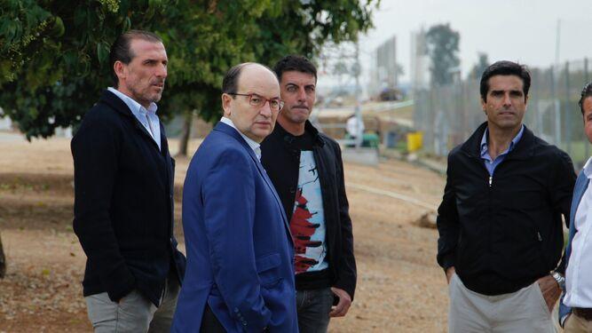 José Castro junto a Óscar Arias y Javi Guerrero en la ciudad deportiva