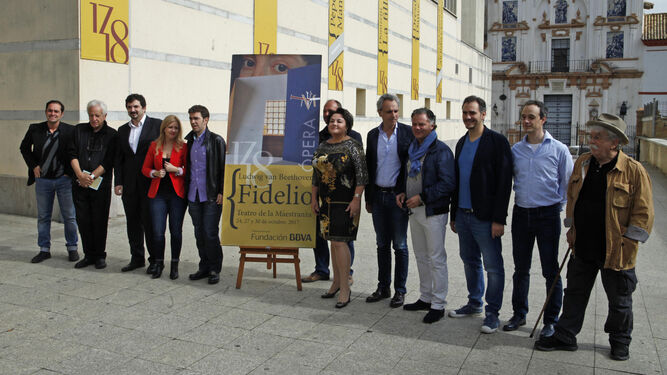 Los principales cantantes y responsables artísticos de 'Fidelio' acompañaron al maestro Halffter y al director teatral José Carlos Plaza en la presentación.