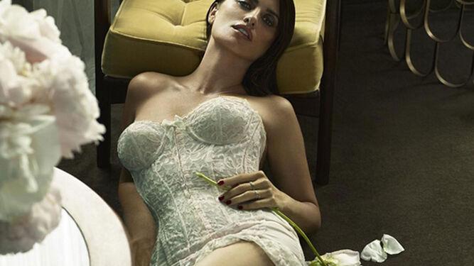 Como Donatella Versace, para su último trabajo.