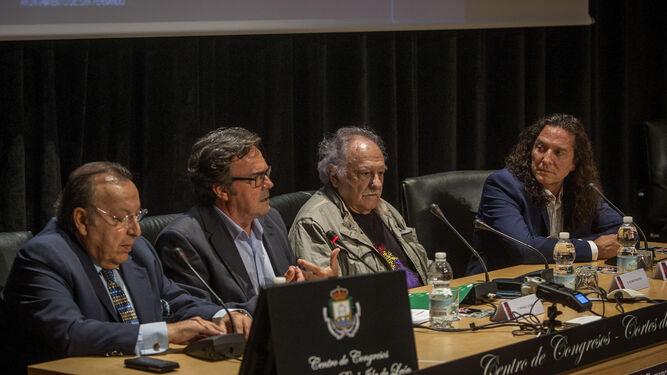 Paco Cepero, Manuel Curao, Ricardo Pachón y José Fernández 'Tomatito', el viernes en la mesa redonda celebrada en San Fernando.